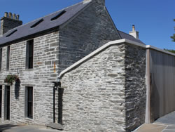 Kingston lodge - exterior of the self catering house in Orkney